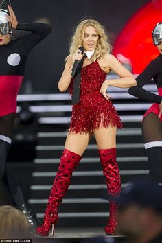 Kylie Minogue wears sexy cabaret outfits at British Summer Time Kylie Minogue, Dannii Minogue, Divas, Celebrity Boots, British Summer, Female Singers, Thigh High Boots, Knee Boots, Lady In Red