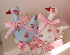Süße Gans weiß- Shabby, Landhaus, Blumenstecker von Vicky und Ricky auf DaWanda.com