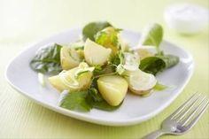 Découvrez cette recette de Salade de pommes de terre printanière, sauce au yaourt expliquée par nos chefs