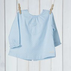 túnica azul com pintas azul petróleo via Ma Petite Princesse. Click on the image to see more!