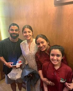 These Chilled Out Pictures Of Virat Kohli and Anushka Sharma From Manchester Are Sure To Give You Major Couple Goals - HungryBoo Anushka Sharma Virat Kohli, Virat And Anushka, Crop Top Outfits, Casual Work Outfits, Bollywood Girls, Bollywood Celebrities, Actress Anushka, Bollywood Actress, Romantic Couples