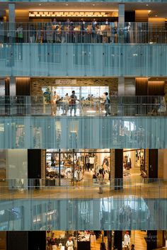KITTE. / Interior Design : Kengo Kuma (内装デザイン:隈研吾). Mall Design, Sign Design, Shoping Mall, Glass Balustrade, Kengo Kuma, Railing Design, Fashion Stores, Railings, Atrium