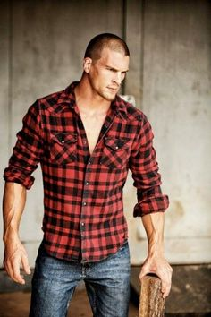 Lumbersexual Men in Flannel Shirts Make Me Woodsy! Rugged Style, Mode Masculine, Lumberjack Style, Lumberjack Party, Plaid Shirt Outfits, Plaid Shirts, Flannels, Mode Cool, Style Masculin