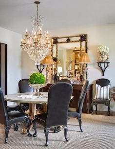 Get Inspired By These 100 Marvelous Round Dining Tables: True Furniture Masterpieces With a Unique Design! Dining Room Design, Dining Room Furniture, Dining Chairs, House Furniture, Traditional Dining Rooms, Traditional Kitchens, Le Diner, Elegant Dining, Round Dining Table