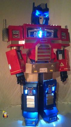 I've been coming up with Optimus Prime costume ideas and Optimus prime suits for years! My latest idea is to have a light-up matrix in the chest. The Prime Transformer Halloween Costume, Transformer Birthday, Halloween Costume Contest, Halloween Costumes For Kids, Halloween Diy, Bumblebee Halloween, Family Halloween, Halloween 2019, Robot Costumes