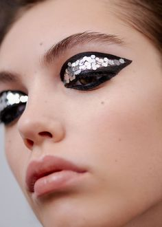 editorial eye make up, glitter and intense winged eyeliner. 60s inspired.