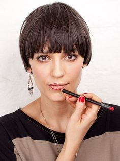 These 23 Inverted Bob Haircuts Are Trending in 2019 - Style My Hairs Bobs For Thin Hair, Short Hair With Bangs, Short Hair Styles, Pageboy Haircut, Short Haircut, Bowl Haircut Women, Bowl Haircuts, Hair 2018, Mi Long