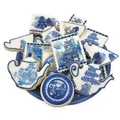 """Source for Edible Paper with ALL SORTS of amazing prints and designs! This one- """"Blue Willow"""" Edible Wafer Paper Love Blue, Blue And White, Yellow, Square Cookies, Blue Willow China, Willow Pattern, Galletas Cookies, Wafer Paper, Cookie Designs"""
