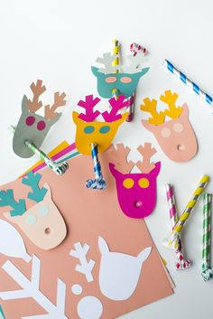 Reindeer Party Balloons (A Subtle Revelry) Diy Party Hats, Party Blowers, Party Hacks, Party Ideas, Christmas Hanukkah, Xmas, Diy Christmas Decorations Easy, Balloon Backdrop, Love Balloon