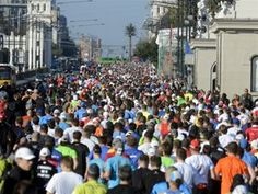 W 34. Maratonie Warszawskim wzięło udział prawie siedem tysięcy zawodników z 61 krajów (fot. Bartłomiej Zborowski/PAP)
