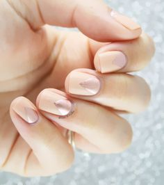 peach and rose gold ~ we ❤ this! moncheriprom.com #promnails