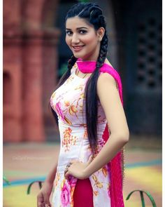 Sapna choudhary cute and hot and bollywood haryanvi item dancer Indian actress model unseen latest very beautiful and sexy wedding selfie na. Indian Bollywood Actress, Indian Actress Hot Pics, Bollywood Girls, Beautiful Bollywood Actress, Indian Actresses, Beautiful Girl Photo, Beautiful Girl Indian, Most Beautiful Indian Actress, Beautiful Suit