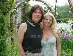 Jeff Beck & Wife Sandra Famous Pairs, Jeff Beck, Jimmy Page, Music People, Rock Stars, Androgynous, Music Artists, Rock And Roll, Guitars