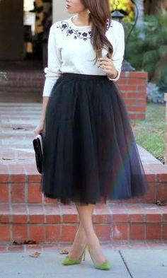The cutest midi knee-length tulle skirt featuring beautiful soft black tulle, semi lined. Looks cute with a crop blouse and chunky platforms! 69 cm/21.1 inch in length  *Model is wearing size S *Runs true to size *Hand wash cold Mini Version available HERE Maxi Version available HERE  Update 24th Sep 16: September release has just arrived- all Sizesare now available for order and will be sent out on the next business day! Thank you and Love xx Update 24th Oct 16: Size M has been sold ...