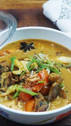 """Tongseng adalah sejenis gulai dengan bumbu yang lebih """"tajam"""". Tongseng pada umumnya menggunakan daging kambing, meskipun ada pula tongseng daging sapi dan kerbau. Healthy Food Quotes, Healthy Foods To Eat, Healthy Eating, Healthy Recipes, Asian Recipes, Beef Recipes, Cooking Recipes, Malay Food, Indonesian Cuisine"""