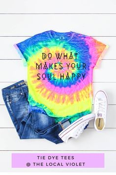 Our cute tie dye shirt has a wonderful saying- Do What Makes Your Soul Happy! You can wear it tie in a knot in with distressed jeans and sneakers. These shirts are made of 100% heavyweight cotton and have a crew neck and short sleeves. These shirts are unisex fit. #tiedye #tiedyetops #tiedyeshirts #hippiestyle #bohostyle #hippiegraphictee #bohographictee Cute Tie Dye Shirts, Womens Tie Dye Shirts, Tie Dye Tops, Hippie T Shirts, Hippie Tops, Hippie Style, Jeans And T Shirt Outfit, Denim Shorts, Camping Outfits
