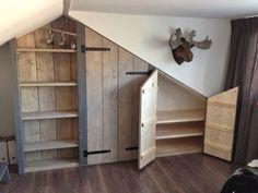 LIVING a la Mar: ♥ Built-in wardrobe in the attic - - Alcove Storage, Attic Storage, Bedroom Storage, Loft Room, Bedroom Loft, Bedroom Decor, Attic Rooms, Attic Spaces, Attic Closet