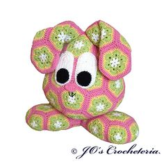 Crochet pattern - African flower easter bunny crochet pattern not free African Flower Crochet Animals, Crochet Flowers, Easter Bunny Crochet Pattern, Flower Hats, Crochet Dolls, Flower Patterns, Crochet Projects, Textiles, Knitting