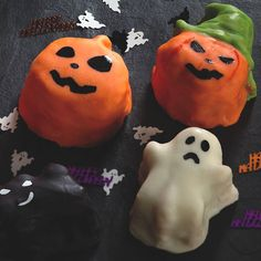 This Halloween themed Silicone Baking Pan is from the Spookily Does It range by Kitchen Craft;
