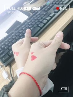 Ulzzang Korean Girl, Cute Korean Girl, Ulzzang Couple, Hand Photography, Girl Photography Poses, Couples Quotes Love, Cute Couples, Girly Pictures, Couple Pictures