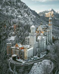 Allgäu, Bavaria/Bayern Beautiful Castles, Beautiful Places, Places Around The World, Around The Worlds, Neuschwanstein Castle, Medieval Castle, Historical Architecture, Week End, Beautiful Landscapes