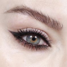 """564 curtidas, 15 comentários - Katie Jane Hughes (@katiejanehughes) no Instagram: """"Smoked Out Wings @makebeautyofficial cake liner duo @lancomeofficial French Nude Eyeshadow…"""""""