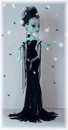 Velvet dress with fringe. Ooak Dolls, Blythe Dolls, Barbie Dolls, Love Monster, Monster High Dolls, Monster High Clothes, Monster High Custom, Monster High Repaint, Doll Repaint