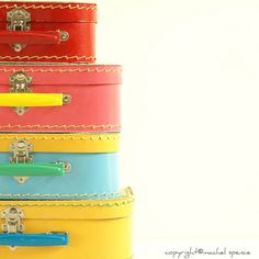 definitely need suitcases at the wedding... these would be fun with bouquets in them for centerpieces or sweet table.