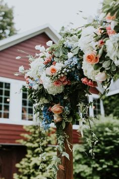 Arch floral arrangement for outdoor wedding ceremony. Flower ideas for your wedding arch.