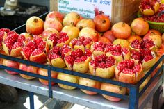 Enjoy the delicious pomegranates in a city that's home to some of the best hotels in the world. I'd go all the way to Thailand just to eat these One Night In Bangkok, Thai Street Food, Pomegranates, Food Staples, Fruits And Veggies, Vegetables, Food Festival, Restaurant Recipes, Best Hotels