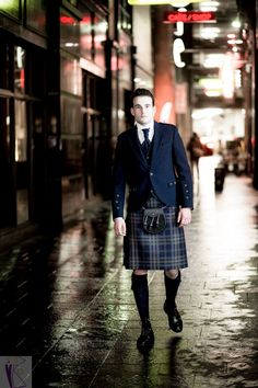 Our exclusive Arran Mist tartan and Arran Mist tweed jacket make for the perfect kilt outfit to turn heads.