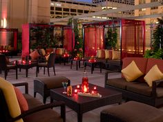 At the Peninsula Hotel Chicago you can dine with a view of skyline. Unforgettable,Image courtesy Peninsula Hotels