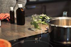 Bylinkové tinktúry patria do lekárničky každej rodiny. Vyrobiť si ich viete z byliniek z vašej záhrady alebo z našej predajne. Ako? Rýchlo a jednoducho. Pozrite sa :) Coffee Maker, Kitchen Appliances, Herbs, Aromatherapy, Coffee Maker Machine, Diy Kitchen Appliances, Coffee Percolator, Home Appliances, Coffee Making Machine