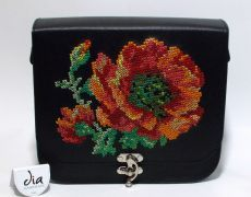 Tolba piele naturala lucrata manual cu motiv floral Leather Bags Handmade, Handmade Bags, Handmade Crafts, Unique Bags, Hand Sewing, Butterfly, Floral, Flower Embroidery, Stitch