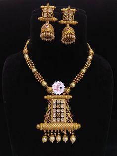 Antique Jewellery Designs, Gold Jewellery Design, Gold Jewelry, Gold Necklace, Locket Design, Gold Mangalsutra Designs, Necklace Designs, Indian Jewelry, Bridal Jewelry