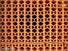 #hogar LAS MEJORES CASAS DE MÉXICO. Los ladrillos huecos son otro tipo de material para las paredes y se ocupan donde no vayan a cargar mucho peso, ya que no son muy resistentes pero si ligeros, lo que los hace un poco más económicos. Los puede encontrar huecos tanto en las caras como en los lados, para construir los muros de las zotehuelas. Le invitamos a conocer los planes de crédito que tenemos para comprar su casa y ser parte de la experiencia Sadasi. informes@sadasi.com