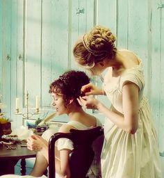 Keira Knightley (Elizabeth Bennet) & Rosamund Pike (Jane Bennet) - Pride & Prejudice directed by Joe Wright Pride And Prejudice 2005, Jane Austen Books, Elizabeth Bennet, Locks, Matthew Macfadyen, Mr Darcy, Small Town Girl, Romance, Keira Knightley