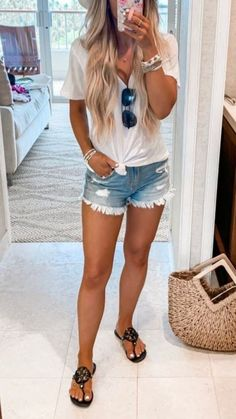 Stunning 47 Stunning Spring Outfits Ideas To Wear Now This Season Source by fashionfullfit Outfits verano Summer Outfits For Moms, Casual Outfits For Moms, Stylish Outfits, Fall Fashion Outfits, Look Fashion, Spring Outfits, Man Fashion, Beach Outfits, Fashion Ideas