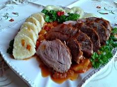Pečené bravčové pliecko na slanine s lečom a zemiakovým knedlíkom (fotorecept) - Recept 20 Min, Steak, Food And Drink, Craft, Red Peppers, Creative Crafts, Crafting, Steaks, Handmade