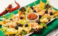 Чипсы Начос http://www.anymenu.ru/chipsy-nachos/  Чипсы Начос — это популярная мексиканская закуска, которую подают с различными соусами: Сальса, Тако, плавлеными сырами, салатами и свежими авакадо. Чипсы тортилья готовятся из кукурузной муки. При запекании чипсов с перцем, сметаной и сыром, они становятся мягкими и нежными.