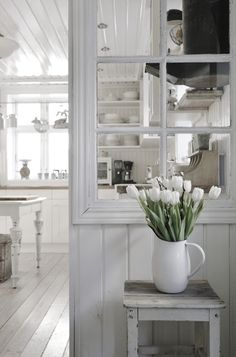 Separation salon, white rooms, white decor, home kitchens, cottage in the w Cottage In The Woods, White Cottage, Cottage Style, French Cottage, Style At Home, Deco Champetre, Room Divider Walls, Vibeke Design, Old Windows