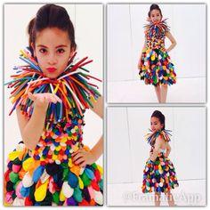 Modelo: KIM Muñoz Vestido de globos by: Katty V/Cata D. Paper Fashion, Fashion Art, Fashion Show, Fashion Design, Recycled Costumes, Recycled Dress, Diy Halloween Costumes, Cool Costumes, Baby Kostüm