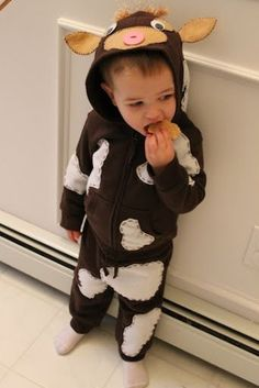 toddler brown cow costume diy - would make a good black and white cow too Toddler Boy Halloween Costumes, First Halloween, Baby Costumes, Halloween Kids, Halloween 2016, Farm Animal Costumes, Cow Appreciation Day, Nativity Costumes, Animals