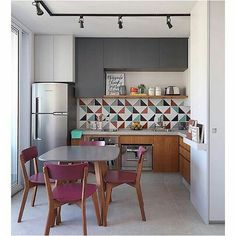 You finally have that home to call your own. There are so many different small kitchen design and decor… Continue Reading → Home Decor Kitchen, Interior Design Kitchen, Home Kitchens, Kitchen Ideas, Kitchen Layout, Kitchen Designs, Sweet Home, Home Decor Pictures, Cuisines Design