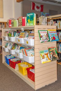 A School Library Transformed – More like a classroom library/bookstore (faceouts, displays on end of shelves) School Library Design, Elementary School Library, Kids Library, Modern Library, Library Lessons, Elementary Schools, Library Ideas, Elementary Library Decorations, School School
