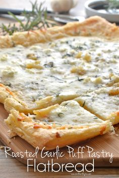 Cheese & Roasted Garlic Puff Pastry Flatbread _ With mozzarella & crumbled gorgonzola cheese. Simple & elegant Roasted Garlic Puff Pastry Flatbread is a great appetizer for entertaining or to enjoy as an easy dinner! I Love Food, Good Food, Yummy Food, Pain Pizza, Pizza Pizza, Appetizer Recipes, Dinner Recipes, Puff Pastry Recipes, Puff Pastries