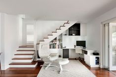 Picking the right décor is an absolute must for the all-white home office, and you will notice instantly that there are many 'shades of white' to choose from here. Combine comfort with aesthetics and practicality with form to get the best of both worlds.  that will allow you to fashion a stunning and sensible home office.