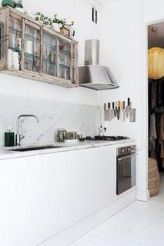 idée #12 cuisine style bistrot : craquez pour des surfaces en marbre http://www.homelisty.com/idees-cuisine-style-bistrot/