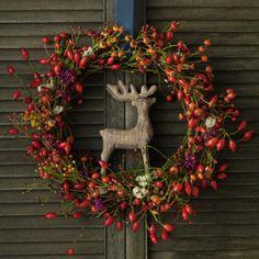 Simple yet festive Christmas/holiday/winter wreath. I love the reindeer anchored at the center. Magical Christmas, Christmas Crafts, Christmas Decorations, Christmas Holiday, Autumn Cozy, Autumn Fall, Décor Boho, Fall Diy, Diy Wreath