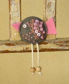 """Natalia has over 3000 pins with ideas for felt crafts. Check out her """"felt/fieltro"""" board! (link above photo)  fler.cz"""